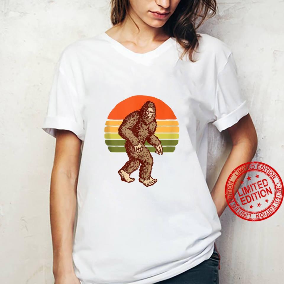 Seventies Bigfoot Retro Sasquatch Vintage Sunset 70s Sun Shirt ladies tee